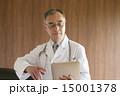 タブレット 医者 男性の写真 15001378