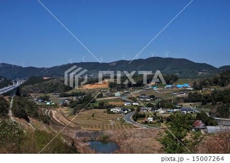 新東名高速道路 浜松サービスエリアから見える風力発電の風車群 15007264
