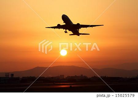伊丹空港の日の出 15025579