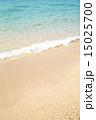 エメラルドグリーン 海 波打ち際の写真 15025700