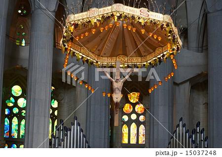スペイン・サグラダファミリア(キリスト像アップ) 15037248