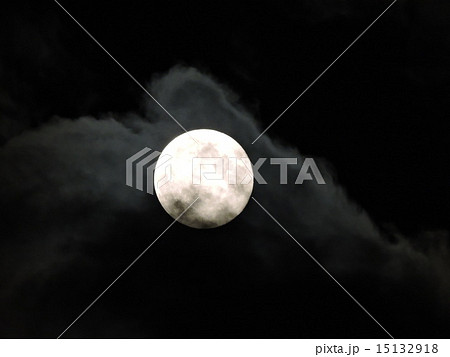 闇夜の満月 15132918