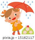雨の日,傘をさす女の子とかたつむり 15162117