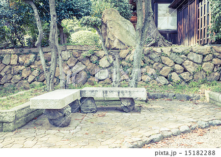 ベンチのある風景 鞆の浦 15182288