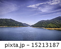 宮ヶ瀬湖 青空と湖畔 15213187