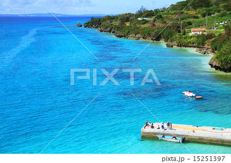沖縄 瀬底島 アンチ浜の俯瞰 15251397