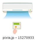 エアコンと操作する手 15270933