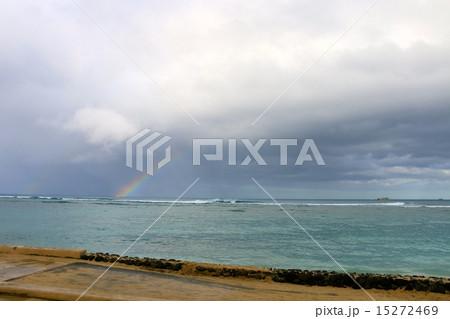 ハワイの海と虹 15272469