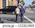 アメリカ カリフォルニア 女性 男性 歩く 15281969