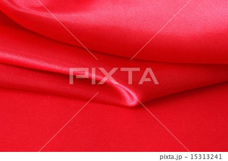 ゴージャスな深紅の布の背景 15313241