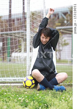 サッカー フットサル (運動 トレーニング スポーツ ストレッチ 準備体操 男性) 15319051