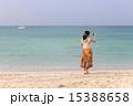 沖縄の海と女性 15388658