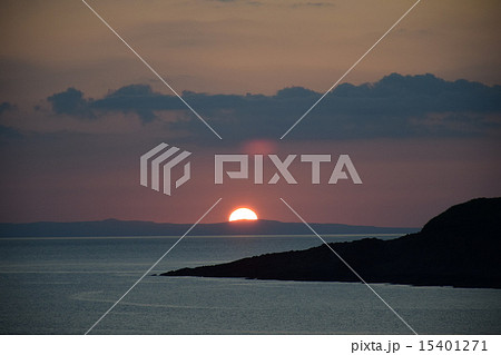 日本海に沈む夕日 15401271