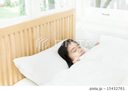 寝てる女の子 15432761