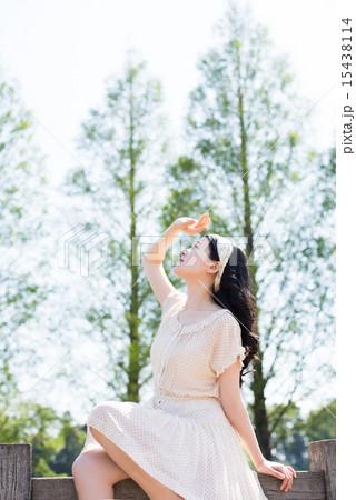春 夏 イメージ 女性 15438114
