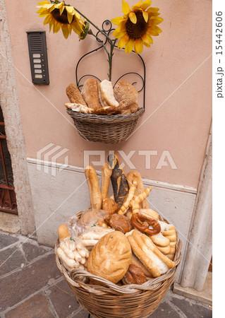 Cart of bread in the streetsの写真素材 [15442606] - PIXTA