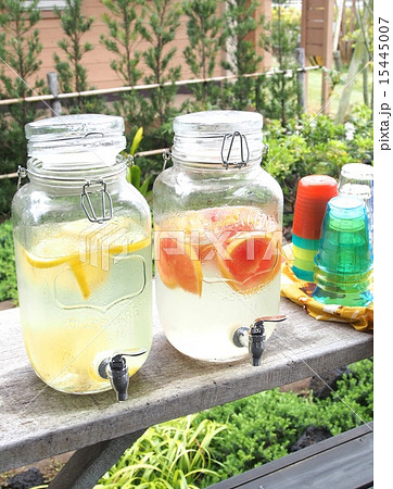 デトックスウォーター レモン水とグレープフルーツ水 15445007