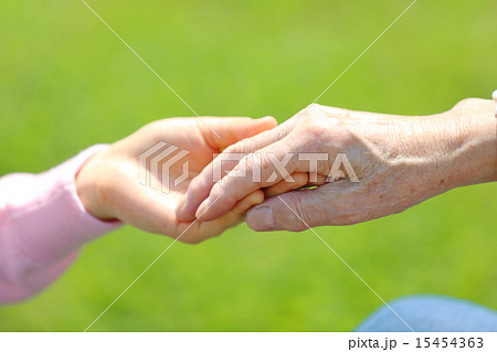 介護手を握るの写真素材 15454363 Pixta