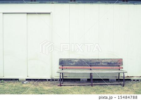 背景素材 ベンチのある風景 15484788