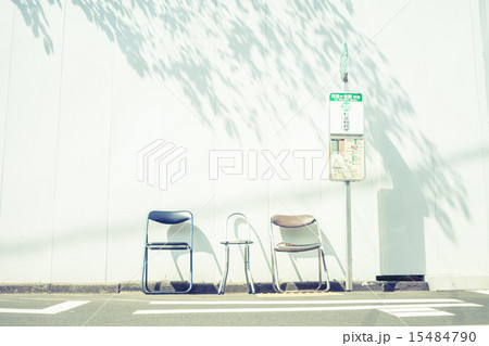 背景素材 ベンチのある風景 15484790
