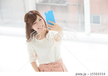 セルフィ・若い女性 15503554