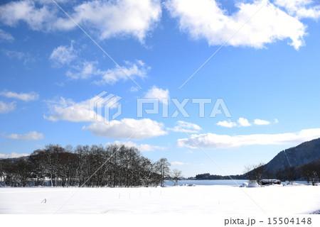 木崎湖の雪景色と冬の空542:長野県北アルプス山麓大町市 15504148