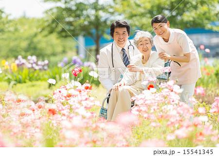 新緑 医療イメージ 15541345