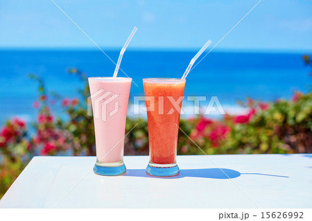 Two fresh juices or smoothies on a tropical resortの写真素材 [15626992] - PIXTA