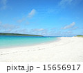 青い海 白い砂浜 沖縄の美しいビーチ 15656917