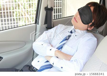 アイマスク 休憩 仕事 スーツ 車 (男性 軽自動車 運転手 サラリーマン ビジネスマン) 15666341
