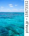 沖縄県 小浜島、嘉弥真島近くの海 15673352