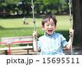 男の子 子供 人物の写真 15695511