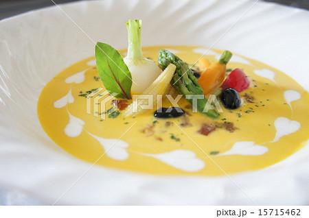 冷製カボチャのクリームスープ彩り野菜添え 15715462