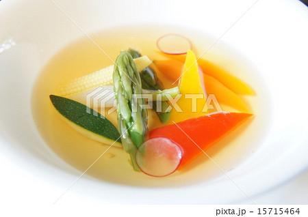 トマトのコンソメスープ彩り野菜の浮身 15715464