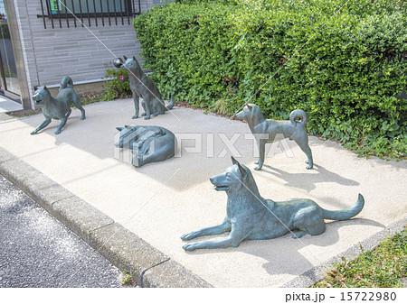 徳川綱吉の犬屋敷の跡地を伝える犬の像(東京都中野区) 15722980