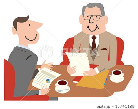 書類を手に話すスーツの男性二人 15741139