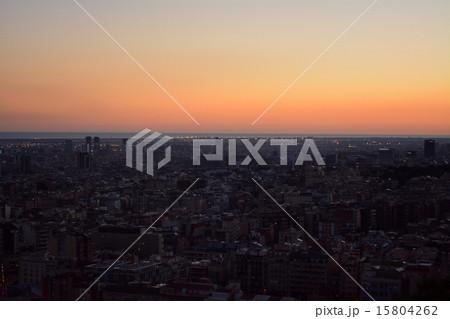 グエル公園 展望台から見たバルセロナの夕焼け 15804262
