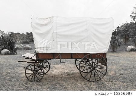 Black & White Covered wagonの写真素材 [15856997] - PIXTA