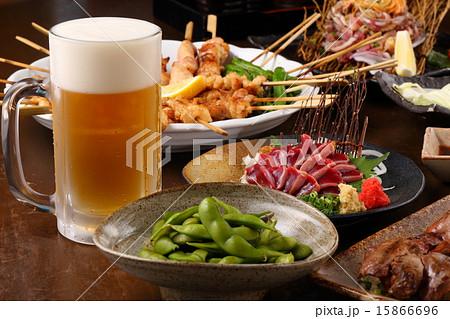 焼鳥とビール 15866696