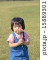 花を持つ女の子 15869301