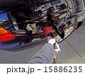 セルフ式ガソリンスタンドの給油 15886235