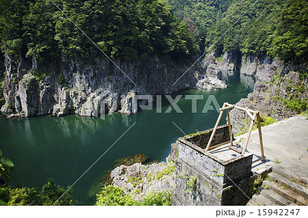 瀞峡とブランコ 15942247