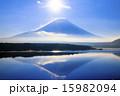 本栖湖から富士を望む(朝) 15982094
