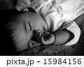 寝顔 女の子 人物の写真 15984156