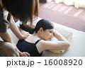 タイ古式マッサージ 人物 リラックスの写真 16008920