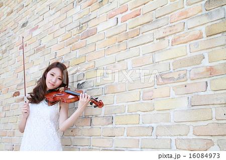 美人バイオリニストの演奏イメージ 16084973