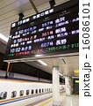 電光掲示板 ホーム 新幹線の写真 16086101