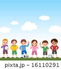 サッカーをする子供たち 16110291