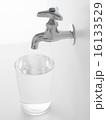 水・グラス・水道 16133529