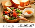ニース風サラダとフランスパン 16195107